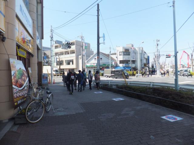 平和台駅1番出口、左手の風景