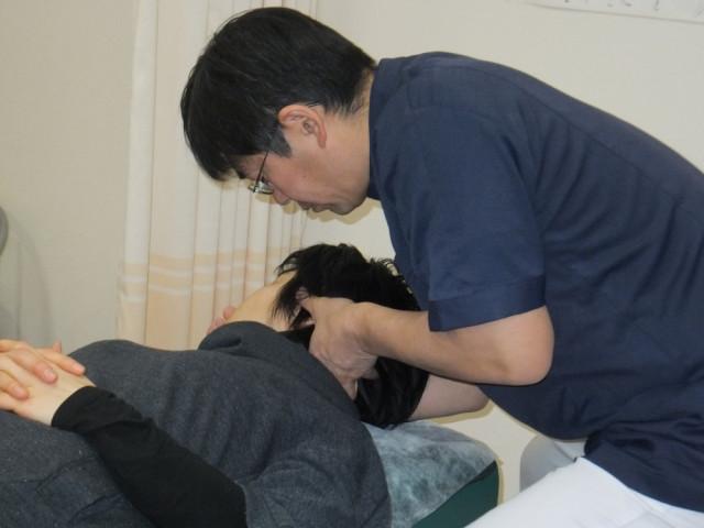 左小脳刺激のための頸椎アジャストメント